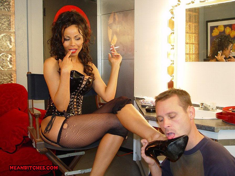 рабыня у ног госпожи фото