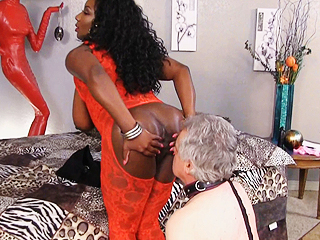 Ebony Facesitting Clips 34